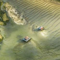 2 cabanes tchanquées, ile aux oiseaux, vu d'avion, bassin d'arcachon, krystyne ramon