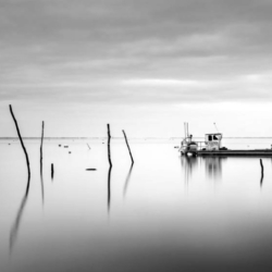 bateaux chaland, sur l'eau, pose longue, N&B, bassin arcachon, krystyne ramon