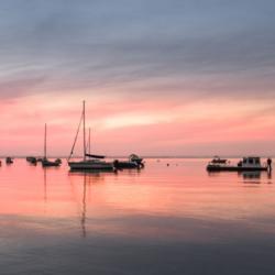 bateaux au lever du jour, claouey, cap ferret, bassin arcachon, krystyne ramon