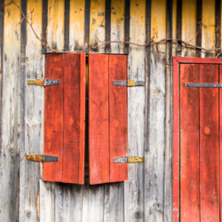 fenetre et porte rouge