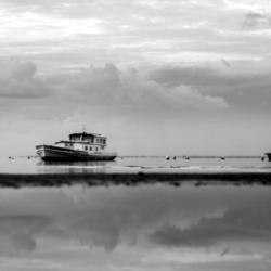 3 bateaux sur l'eau, noir et blanc, bassin arcachon, krystyne ramon