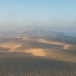 sommet dune du pyla dans la brume, bassin arcachon, krystyne ramon