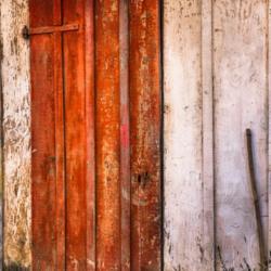porte rouge en bois